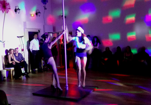 Spectacle de pole dance